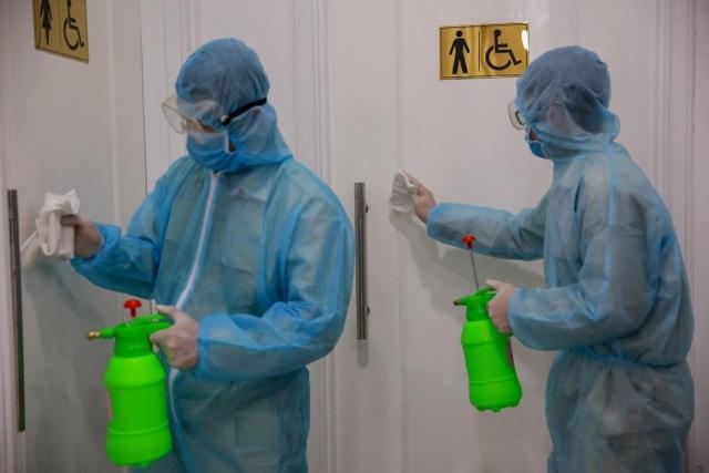 Nhiều cao ốc ở Hà Nội đồng loạt quét thân nhiệt khách, phòng virus corona - 8