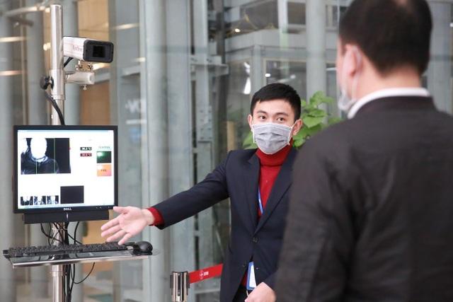 Nhiều cao ốc ở Hà Nội đồng loạt quét thân nhiệt khách, phòng virus corona - 12