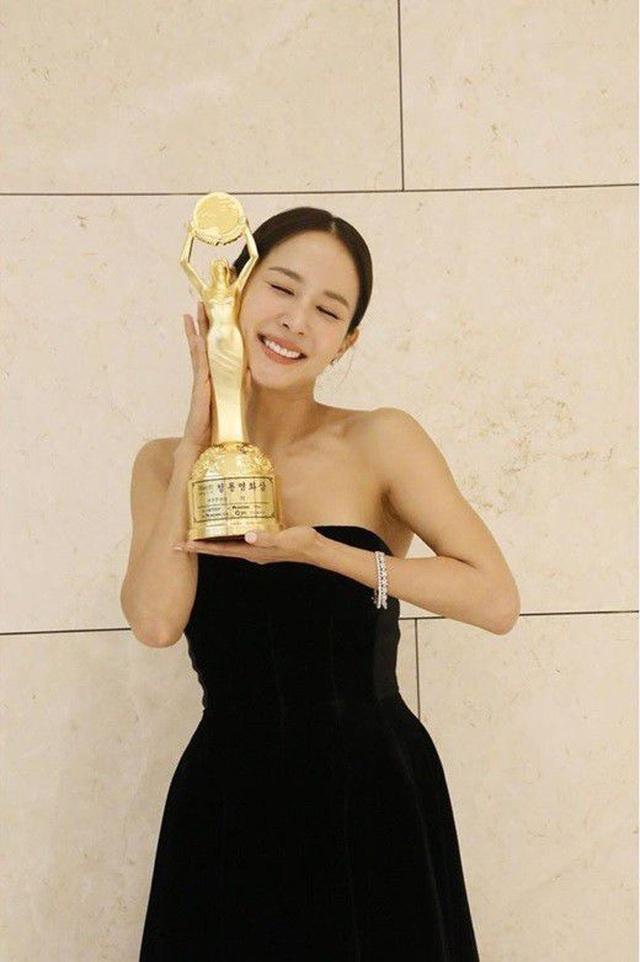 """Cho Yeo Jeong: Từ """"nữ hoàng cảnh nóng"""" tới nữ chính """"Ký sinh trùng"""" - 7"""
