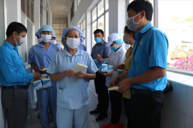 Đề nghị các cấp công đoàn tăng cường chống dịch corona - 2