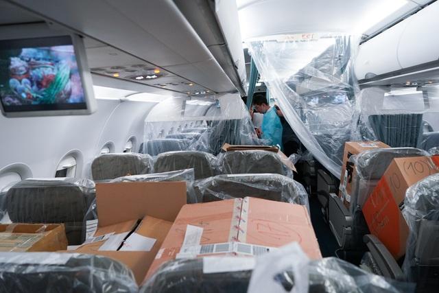 """Xem lại hình ảnh chuyến bay tới """"tâm dịch"""" Vũ Hán khủng khiếp nhất thế giới - 12"""