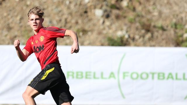 """Man Utd tiếp tục """"luyện công"""" dưới nắng ấm ở Marbella - 9"""