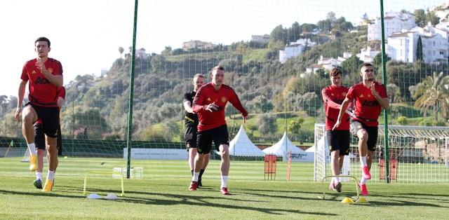 """Man Utd tiếp tục """"luyện công"""" dưới nắng ấm ở Marbella - 3"""