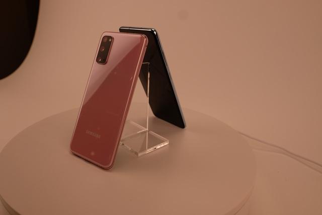 Cận cảnh bộ 3 smartphone Galaxy S20: Nâng cấp ấn tượng về camera - 15