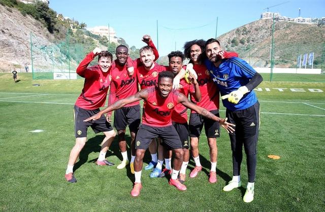 """Man Utd tiếp tục """"luyện công"""" dưới nắng ấm ở Marbella - 2"""