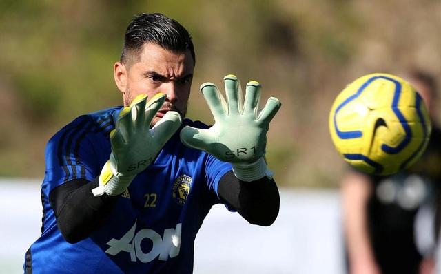 """Man Utd tiếp tục """"luyện công"""" dưới nắng ấm ở Marbella - 6"""