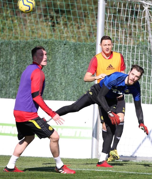 """Man Utd tiếp tục """"luyện công"""" dưới nắng ấm ở Marbella - 10"""