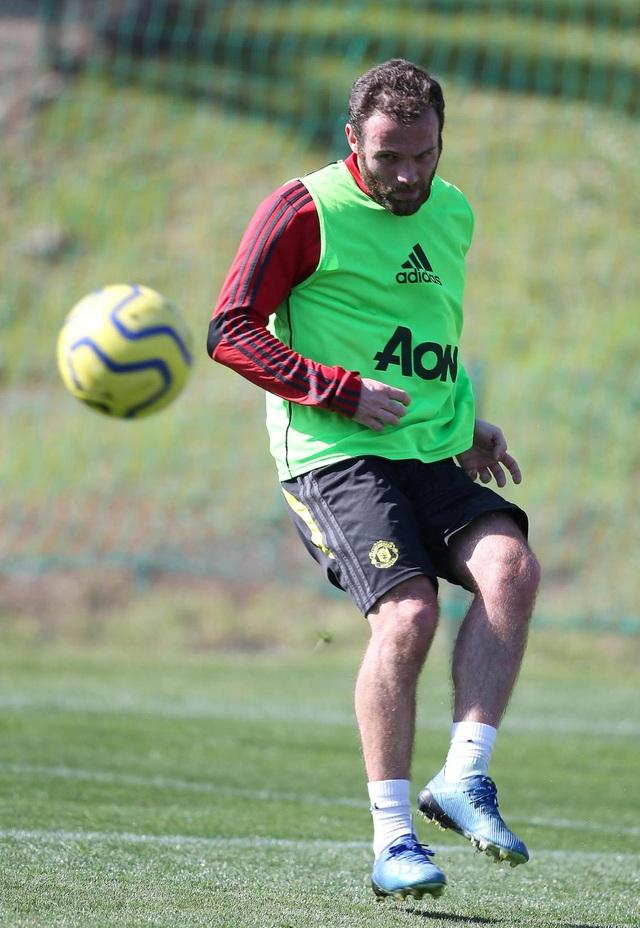 """Man Utd tiếp tục """"luyện công"""" dưới nắng ấm ở Marbella - 8"""