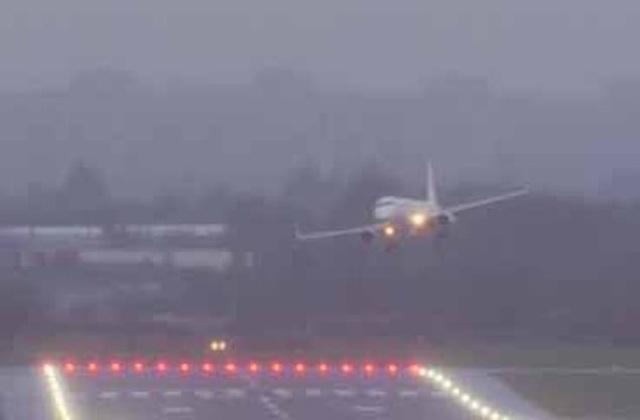 Hành khách gào khóc thảm thiết khi máy bay cố hạ cánh 5 lần nhưng bất thành - 2