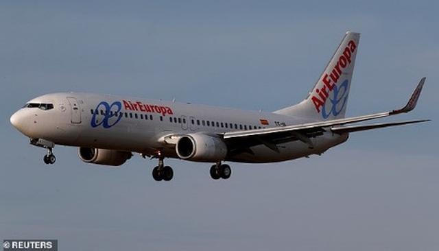 Hành khách gào khóc thảm thiết khi máy bay cố hạ cánh 5 lần nhưng bất thành - 3