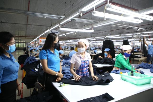 Quảng Trị: Phòng dịch corona ở nơi đông người lao động - 1