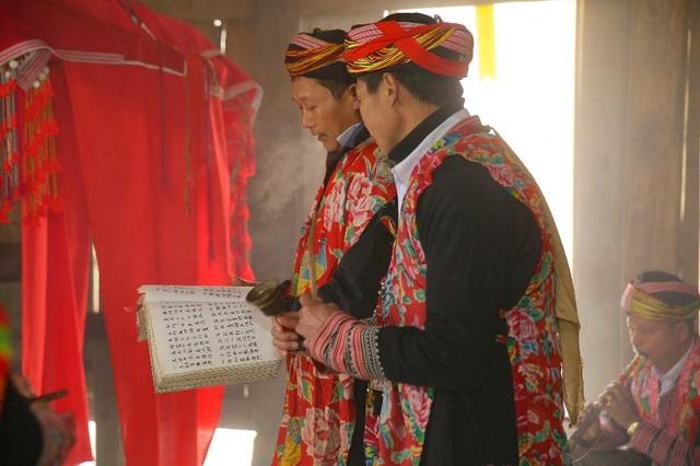 Lễ Phật cầu an, thưởng lãm bức tranh xuân tuyệt đẹp trên đỉnh Fansipan - 2