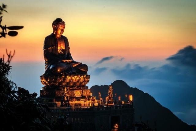 Lễ Phật cầu an, thưởng lãm bức tranh xuân tuyệt đẹp trên đỉnh Fansipan - 5