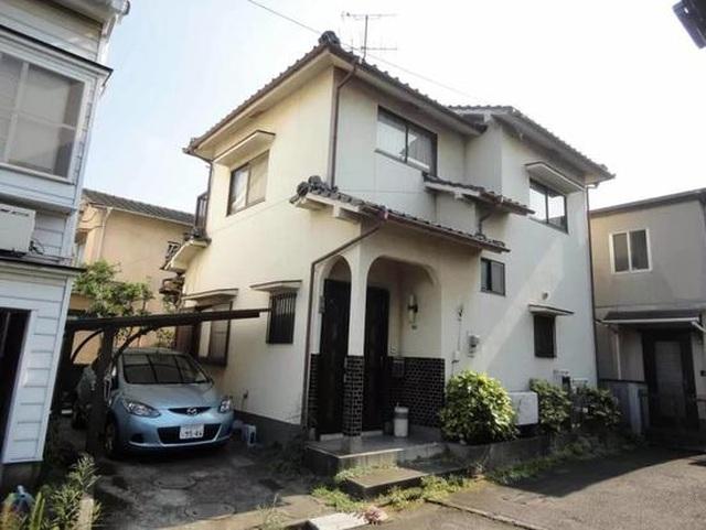 """Ngôi nhà ở Nhật Bản có cách cải tạo """"cắt làm đôi"""" gây sốc - 1"""