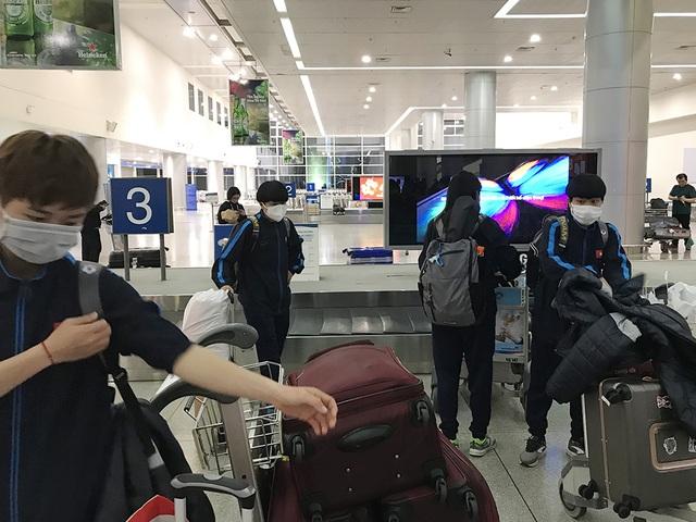 Đội tuyển nữ Việt Nam về nước sau thành công tại vòng loại Olympic - 9