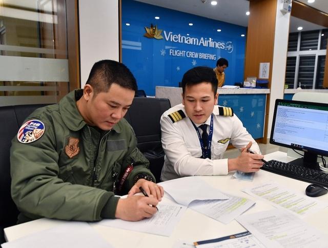 """Phi công bay """"giải cứu"""": Người Việt lẻ loi ở Vũ Hán vắng lặng! - 4"""