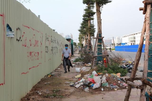 Tuyến đường huyết mạch nối 3 quận nội thành Hà Nội ngập trong rác thải - 6