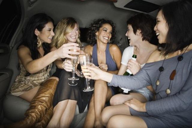 Việt Nam nằm trong top 3 nơi tổ chức tiệc độc thân được yêu thích - 3