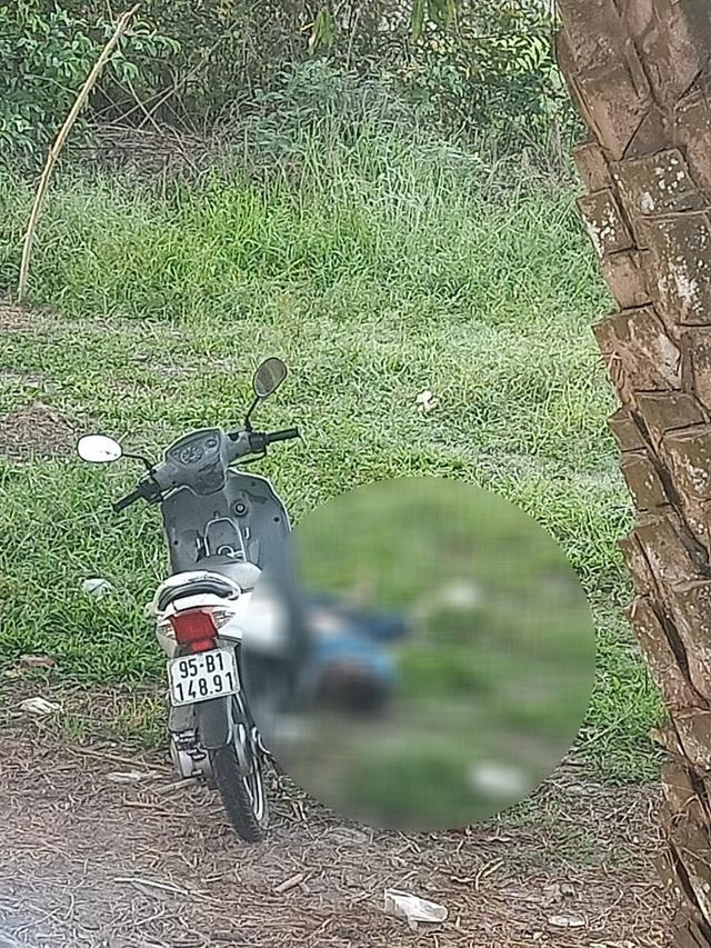 Thông tin bất ngờ vụ thanh niên chết bên xe máy, mặt dính đầy máu - 1