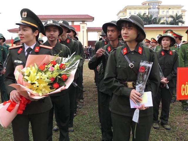 Quảng Bình: Những nữ tân binh rạng rỡ trong ngày nhập ngũ - 4