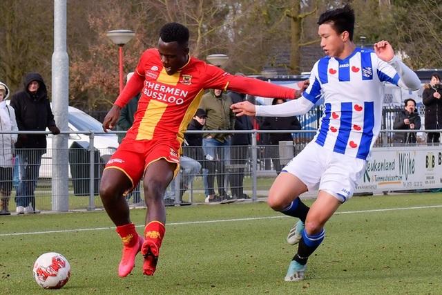Văn Hậu lần đầu đá chính trong vai trò trung vệ ở đội trẻ Heerenveen - 1