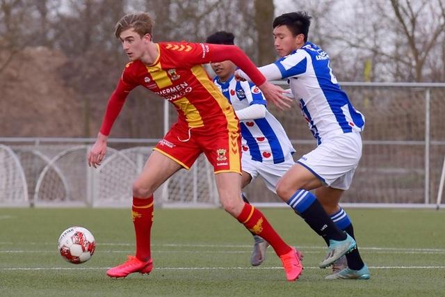 Văn Hậu lần đầu đá chính trong vai trò trung vệ ở đội trẻ Heerenveen - 2