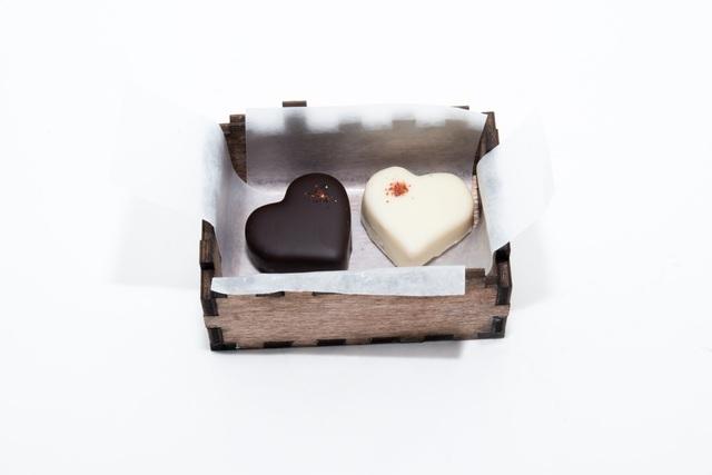 Bó hoa dâu tây, sô cô la ánh kim hút khách mua quà tặng Valentine - 2