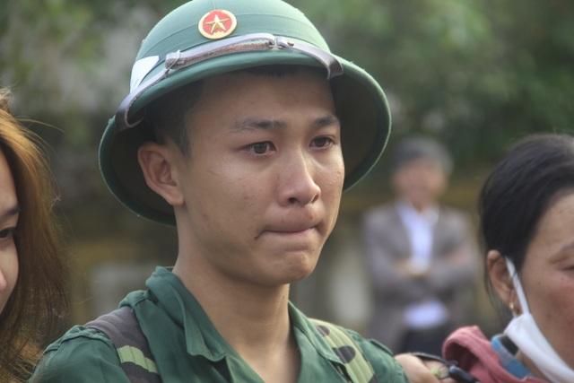 Nước mắt bịn rịn chia tay tân binh trước giờ nhập ngũ - 7