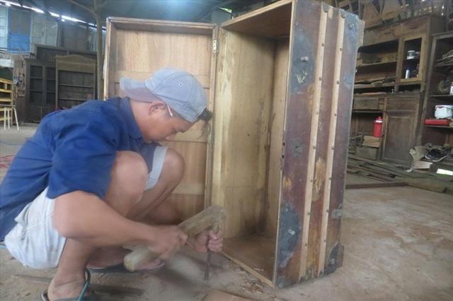 Đột kích xóm đồ cũ, tận thấy công nghệ lên đời đồ gỗ cũ - 2