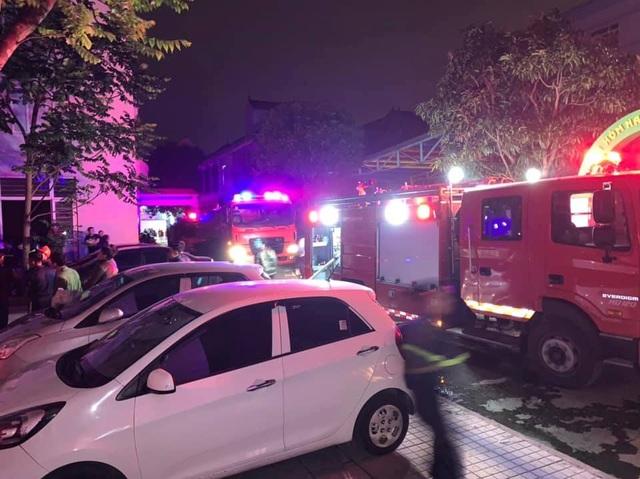 Giải cứu 7 người thoát khỏi đám cháy tại khu nhà ở sinh viên - 2