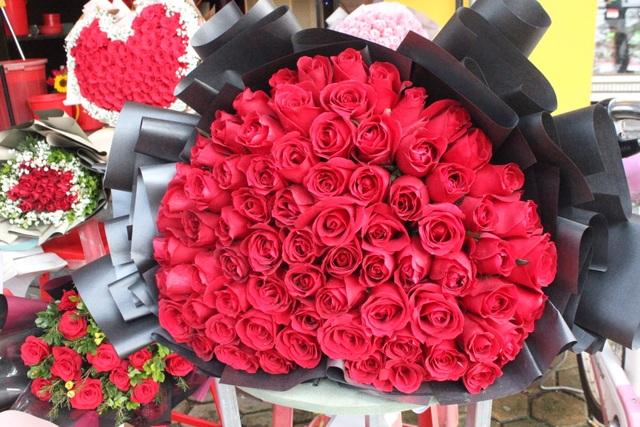 Lo sợ virus Corona, các shop hoa giảm nhập hồng ngoại - 4