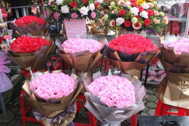 Lo sợ virus Corona, các shop hoa giảm nhập hồng ngoại - 7