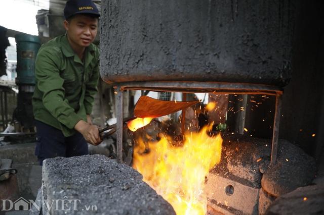 Làng nghề sản xuất dao có thể thái được thịt đóng đá ở Cao Bằng - 2
