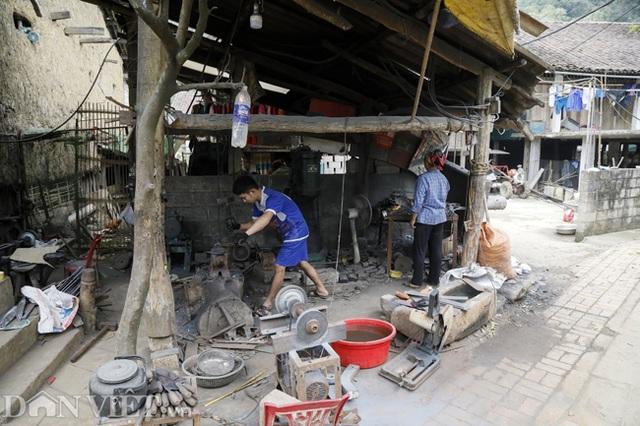 Làng nghề sản xuất dao có thể thái được thịt đóng đá ở Cao Bằng - 7