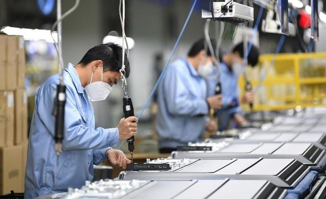 Người dân Trung Quốc trở lại làm việc trong thận trọng - 1