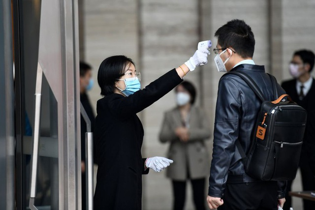 Người dân Trung Quốc trở lại làm việc trong thận trọng - 3