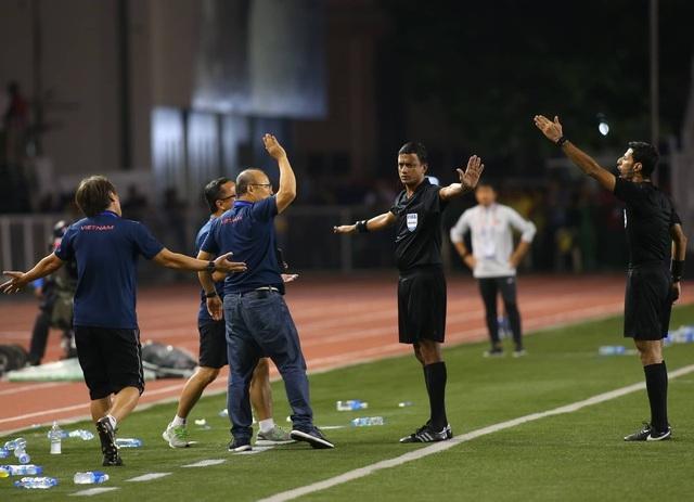 HLV Park Hang Seo phải tự trả tiền khi bị AFC phạt 5000 USD - 1