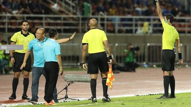 HLV Park Hang Seo phải tự trả tiền khi bị AFC phạt 5000 USD - 2
