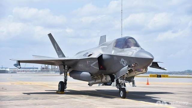 F-35B Mỹ phô diễn sức mạnh tại triển lãm hàng không Singapore - 1