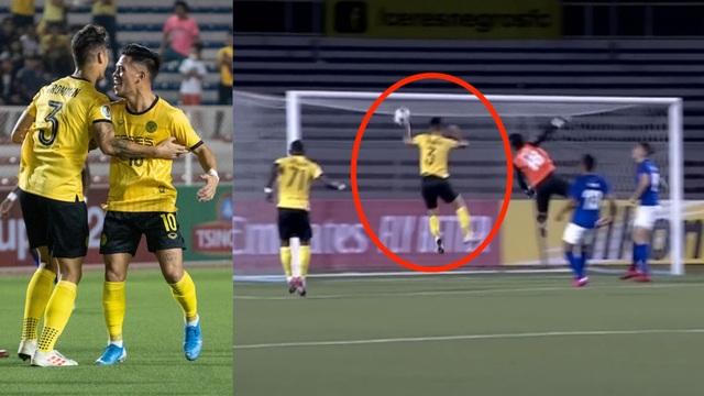 """Cầu thủ Philippines tái hiện """"Bàn tay của Chúa"""" của Maradona - 1"""