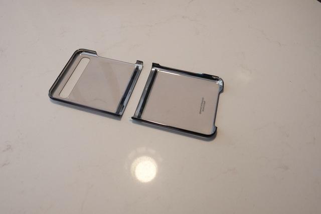 Cận cảnh smartphone màn hình gập Galaxy Z Flip - Nhỏ gọn và bóng bẩy - 5