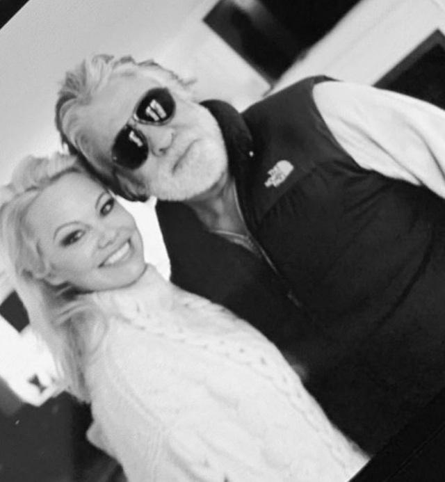 Chồng cũ tiết lộ phải trả 200 nghìn USD tiền nợ thay cho Pamela Anderson - 1