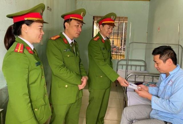 Phó đội trưởng cảnh sát hình sự bị chém trọng thương - 1