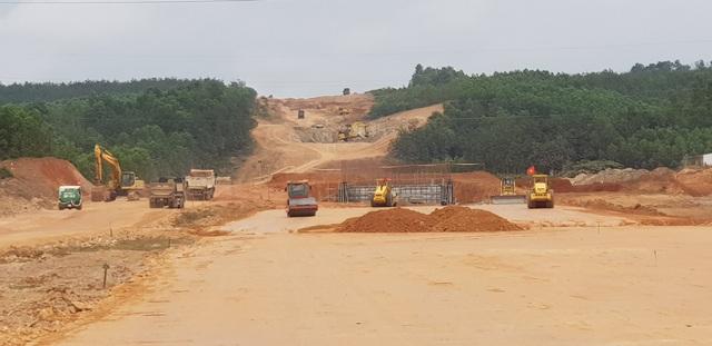 """""""Vướng"""" rừng đặc dụng, cao tốc Cam Lộ - La Sơn khó về đích đúng hạn - 1"""