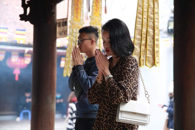 """Ngôi chùa """"chống ế"""" ở Hà Nội đông đúc nam thanh, nữ tú dịp Valentine - 7"""