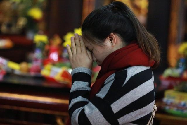 """Ngôi chùa """"chống ế"""" ở Hà Nội đông đúc nam thanh, nữ tú dịp Valentine - 5"""