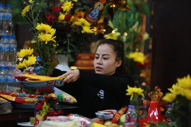 """Ngôi chùa """"chống ế"""" ở Hà Nội đông đúc nam thanh, nữ tú dịp Valentine - 4"""
