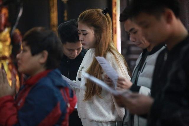 """Ngôi chùa """"chống ế"""" ở Hà Nội đông đúc nam thanh, nữ tú dịp Valentine - 8"""