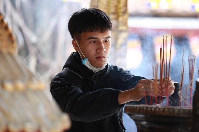 """Ngôi chùa """"chống ế"""" ở Hà Nội đông đúc nam thanh, nữ tú dịp Valentine - 11"""