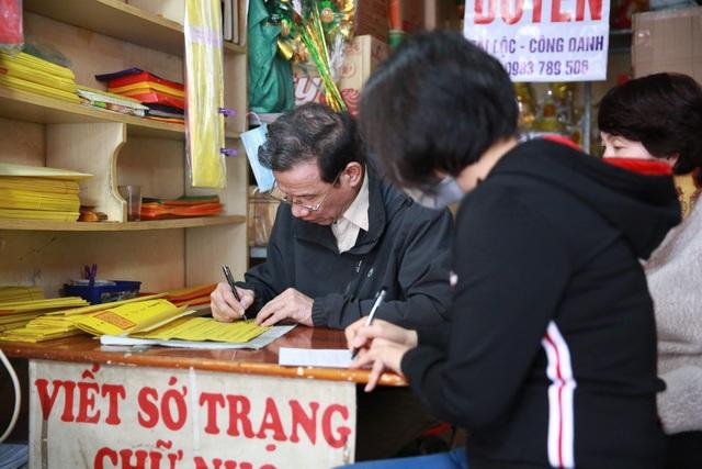 """Ngôi chùa """"chống ế"""" ở Hà Nội đông đúc nam thanh, nữ tú dịp Valentine - 14"""